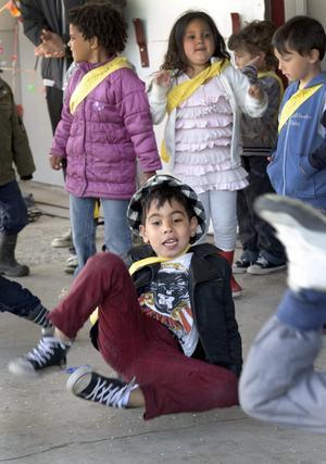 Hey hey. Värsta brejkdansen bjöd Darin Azad Maolod på när han och hans dagiskompisar uppträdde med Shakiras Wacka Wacka.