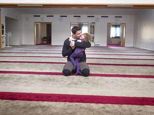 Raad Al-Duhan kommer att fasta, men hans systerdotter Delal, 3 år, är ännu för liten. Ramadan är både en tid för religion och en tid att umgås med familjen.