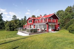 En villa på åtta rum i Lennheden, Borlänge kommun, var ett av de mest klickade dalaobjekten på Hemnet under vecka 32.