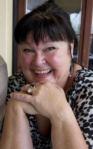 Lisa Syrén har tackat ja och kommer att sända radioprogrammet