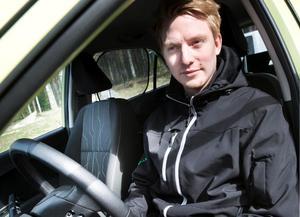 """Erik Johansson drog tillbaka annonsen och bestämde sig i stället för att byta in bilen i samband med att familjen köper en ny större. """"Jag blev aldrig lurad, men det känns ändå lite obehagligt. Det är viktigt att folk får veta att sånt här händer"""", säger han. Erik polisanmälde bedrägeriförsöket."""