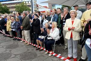 STORPUBLIK. Livgardets dragonmusikkår lockade storpublik vid sitt premiärbesök i Gävle. Ett tusental personer samlades på Stortorget.