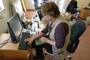Möblerna fattas. Strax efter flytten lämnar utformningen av arbetsplatsen en del övrigt att önska för arbetsterapeuten Inger Furberg.