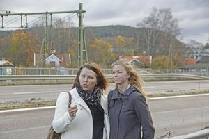 Helena Åkerberg Hammarström och Sofia Norberg håller med om att genomfarten i Säter lämnar mycket att önska. Men framför allt Sofia Norberg är inte säker på att enbart skyltning räcker.