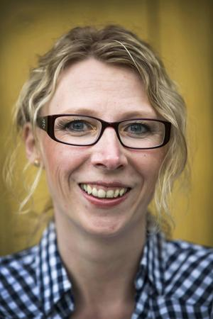 – Jag har bytt garderob några gånger under den här resan, jag känner mig jättefräsch, säger Jenny Henriksson som har gått ner 35 kilo efter magoperationen.