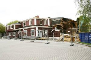 ERSÄTTS AV PARKERINGAR. Nu rivs Palladiumhuset för att ge plats åt parkeringar även på nya framsidan av centrum.
