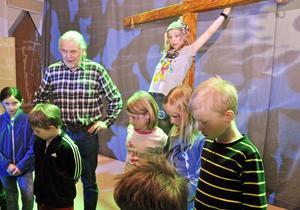 Eleverna fick även känna sig för på scenen under överinseende av en i ensemblen, Lennart Persson.