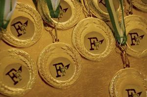 Medalj. Självklart skulle alla deltagare belönas med var sin medalj.