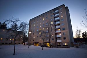 Utsatta huset. Hyreshuset på Tallbacksvägen 17 i Sandviken har varit utsatt för fem anlagda bränder.Foto: Lars Wigert