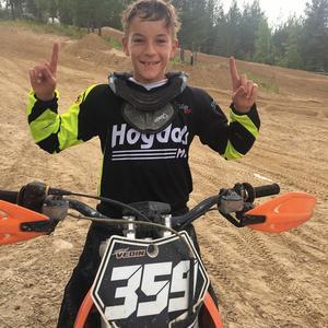 Emil Vedin kammade hem en säker vinst i sin klass 85cc, efter att han vann båda sin heat under Söndagens tävlingar.