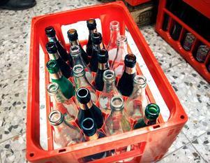 Drickabackar med returflaskor.