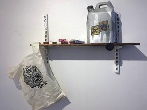 John Rasimus, en av de drivande bakom Galleri Se Konst, medverkar med flersidiga grafiska verk.