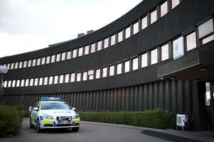 Flickan togs till polisstationen i Falun. Foto: Dennis Pettersson