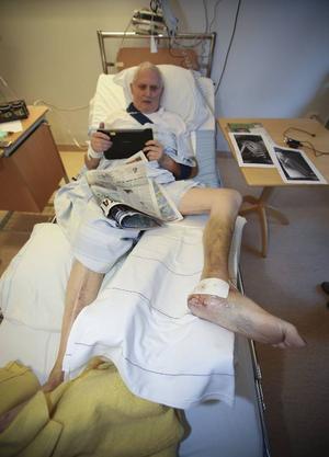 Efter en operation i Uppsala är Åke Handler tillbaka på Östersunds sjukhus, för rehabilitering.