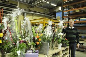 Grattis Stig-Olof Elmelind. Blomsterbuketterna trängdes hos Pepab när den hittills största investeringen invigdes på torsdagen.