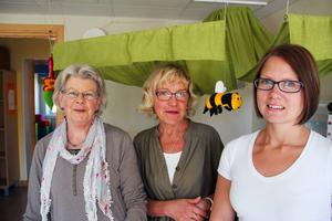 May Holmgren, Margareta Larsson och Jenny Apelgren, som alla jobbar på Individ- och familjeomsorgen på kommunen, gjorde en snabb visit på öppet hus.