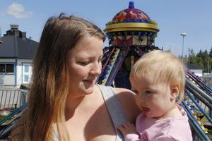 Emma Eriksson och dottern Olivia Levin kom från Stockholm för att gå på marknaden.