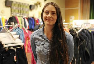 Jenny Ekberg skulle jobba i outletbutiken ett år, nu har de den öppen för sjunde sommaren i rad.