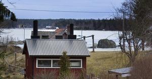 Orört. Stora delar av Eskön är i dag ganska glest bebyggda med gamla gårdar, mycket orörd strandmark och höga naturvärden. Många boende på ön är oroliga för att det ska bli mer sommarstugor och övrig exploatering när kommunen gör en ny fördjupad översiktsplan.