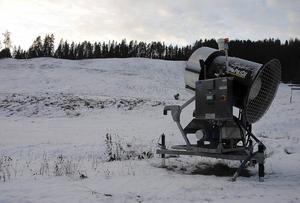 Enligt fritidsenhetens Eje Fröberg så ska snöanläggningen på Getberget nu vara åtgärdad, så det enda som återstår är kyla och att trycka på knappen.