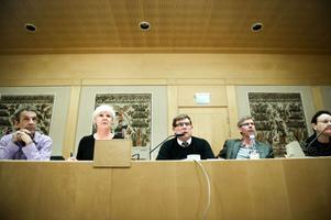 Landstingsråden Thomas Ylvén (V), Ingalill Persson (S), Sören Bertilsson (S), Gunnar Barke (S), och Ann-Catrin Lofvars (MP), presenterade det nya upplägget.
