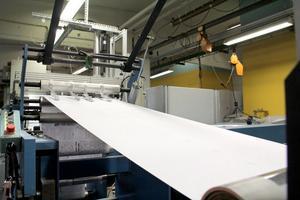 Maskinen har en hastighet på 45 meter papper per minut.