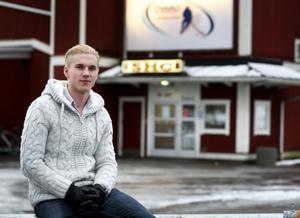 Det var här, i Smedjebackens ishall, som Mathias Dahlström startade sin karriär, som via Leksand fortsatt på andra sidan Atlanten. Och NHL hägrar, förstås.