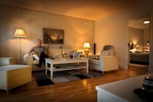 Lars Jahncke visar sin lägenhet, en trea  på 87 kvadratmeter som familjen fick ge 1,9 miljoner för.