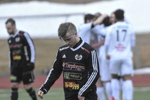 Linus Larsson deppar efter Edib Kurtovics matchavgörande 2–0-mål.