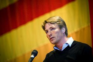 Talare. Thomas Bodström kritiserade den borgerliga regeringen under sitt tal i Folkets hus i Borlänge. Foto: Janne Eriksson
