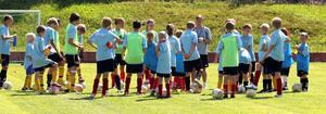 Coerver Coaching lockar många deltagare – 35 elever hade sökt sig till fotbollsskolan i Valbo för att bli bättre spelare.