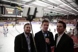 Under en match i SHL, SDHL eller Hockeyallsvenskan kan det bli allt ifrån en till fem livesändningar. Sedan ska ju papperstidningen och webben ha sina artiklar.