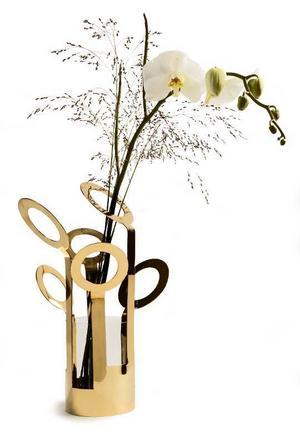 Vasen Fanny, design Ami Katz. Vasen blev i år utsedd till årets inredningsdesign 2012 och fick det prestigefyllda Formidable priset på vårens Formex-mässa. Pris 1 250 kronor på www.rum21.se.Foto: Rum21.se
