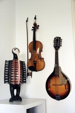 Sune Liljvall älskar musik. På somrarna spelar han ofta fiol.