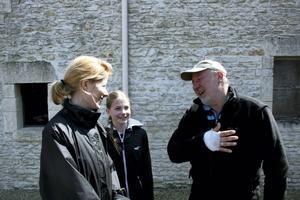 Hästägaren Jean-Claude instruerar om vad som gäller. Foto: Johan Croon/TT