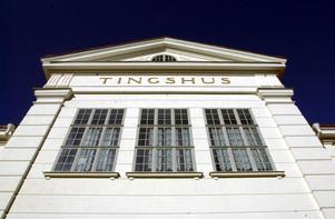 Här i gamla tingshuset i Falun huserade rätten när det begav sig. Vissa rättegångar genomfördes också i säkerhetssalen i Stockholms tingsrätt.