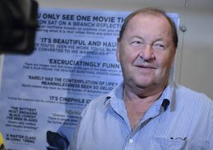 Roy Andersson är glad över Oscarsbeskedet men också över de fina recensioner hans film har fått i USA.
