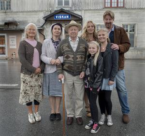 Hela familjen Englund samlad i Viskan.
