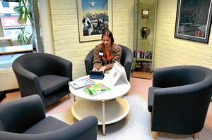 Lindeskolans elever har inte visat något större intresse för att besöka Inger-Kristina Rudenvall, konsumentrådgivare i Lindesbergs kommun, när hon erbjudit gratis konsumentrådgivning på Lindeskolans bibliotek under vårterminen. – Det finns bra sidor på Internet, exempelvis ungkonsument.se, som tar upp konsumentfrågor för just ungdomar, säger hon och hoppas att ungdomarna ändå ska nås av konsumentinformationen.