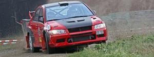 Hemmaföraren Ronnie Jacobsson under en av specialsträckorna senast Kolsva MS arrangerade ett SM-rally.