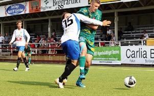 KAMP. Dalkurds Nedim Halilovic jagar boll i lördagens 2–2 möte mot Gröndal.Foto: Annika Björndotter