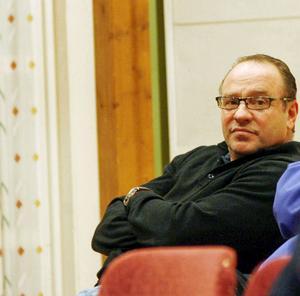 Billy Anklew, ordförande i Föreningen för småskalig vindkraft i Lillhärdal, FFSV,  tycker att det inte ska byggas några fler vindkraftverk norr om Dalälven och föreningen kommer att överklaga miljöprövningsdelegationens tillstånd att bygga 57 kraftverk på Åndberget utanför Lillhärdal.