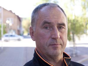 Keijo Jokiniemi sportchef i Fagersta AIK vill ha in spetskompetens. Spets som ska ta dem till kvalet till hockeyettan.