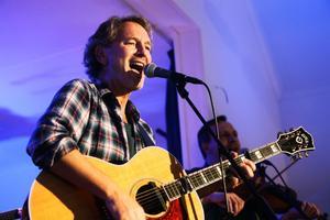 Intresset tycks vara stort för Höga Kusten-ambassadören Tomas Ledins konserter i Kramfors.