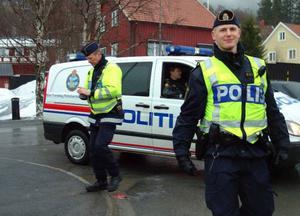 """Polisen hade fullt upp men var glada över """"polisvänligt väder"""" – och över stödet från den norska politipiketen som anlände vid lunchtid till Åre."""