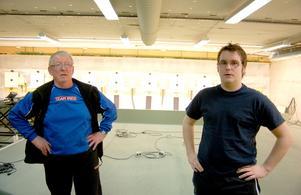 P-O Gustafsson och Kjell-Ivar Kolstad förbereder en ansökan till Svenska sportskytteförbundet om att få fortsätta utbildningen i Strömsund.