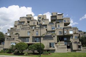 Bostadskomplexet Habitat byggdes till världsutställningen 1967.
