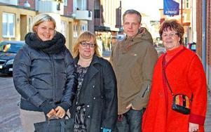 Jennie Bergström, studieförbundet Bilda, Anna-Lena Knight, studieförbundet Vuxenskolan, Tomas Höglund, Pingstförsamlingen Borlänge, Korskyrkan och Kvarforskyrkan, samt Anne-Charlotte Pettersson, Rädda Barnen, representerar fyra av de organisationer som ingår i nätverket Föräldrar Emellan. Foto: Lena Relte