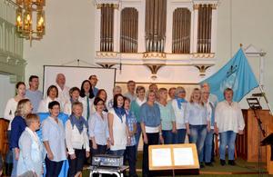 Lilla kören med medlemmar från Avesta och Hedemora framförde ett dussin sånger med samma budskap: längtan efter fred över hela jorden.