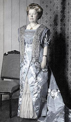 Selma Lagerlöf i den klänning som Augusta Lundin gjorde till henne när hon tog emot Nobelpriset i litteratur.